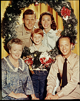 Brighten up the holidays with THE ANDY GRIFFITH SHOW CHRISTMAS SPECIAL, a new one-hour special featuring two newly colorized back-to-back episodes of the classic series, which will be broadcast Friday, Dec. 25 (8:00-9:00 PM, ET/PT), on the CBS Television Network. THE ANDY GRIFFITH SHOW. Featuring (clockwise from upper left) Andy Griffith (as Andy Taylor); Ron Howard (as Opie T.); Elinor Donahue (as Ellie Walker); Don Knotts (as Barney Fife) and Frances Bavier (as Aunt Bee Taylor). Image dated 1960. Copyright CBS Worldwide Inc. All Rights Reserved. Credit: CBS Photo Archive.