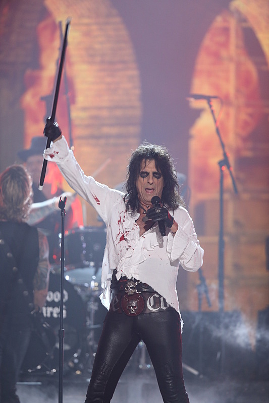 Alice Cooper of Hollywood Vampires perform during THE 58TH ANNUAL GRAMMY AWARDS, Monday, Feb. 15, 2016 (8:00-11:30 PM, live ET) at STAPLES Center in Los Angeles and broadcast on the CBS Television Network. Photo: Cliff Lipson/CBS ©2016 CBS Broadcasting, Inc. All Rights Reserved