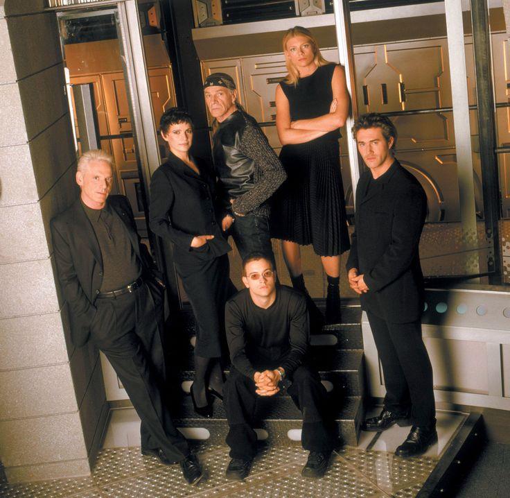 La Femme Nikita TV Series (1997-2001) starring Peta Wilson, Don Francks, Eugene Robert Glazer, Roy Dupuis, Matthew Ferguson and Alberta Watson - dvdbash.com