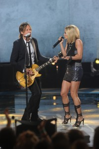 AMERICAN IDOL: Judge Keith Urban and Idol Carrie Underwood perform during the AMERICAN IDOL Finale airing Thursday, April 7 (8:00-10:06 PM ET Live/PT tape-delayed) on FOX. © 2016 FOX Broadcasting Co. Cr: Ray Mickshaw/FOX