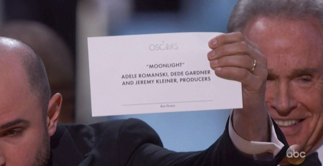 Moonlight-Envelopegate-Oscars-2017-1488207605-640x330